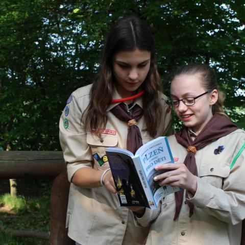 Dar knih pro plzeňské skauty